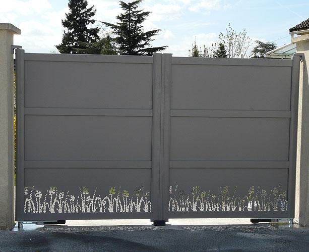 pose portail good pose et dpannage de portails aluminium battants coulissants dans le et prix. Black Bedroom Furniture Sets. Home Design Ideas